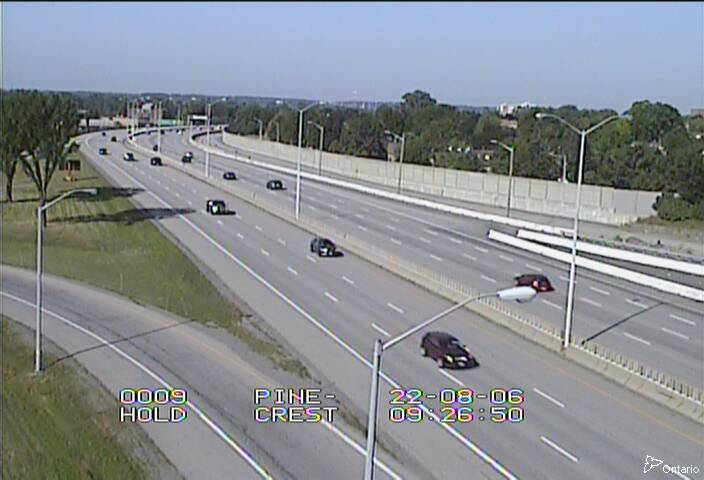Live Traffic Camera of Highway 417 near Pinecrest Road