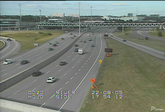 Live Traffic Camera of HWY 417 NEAR VANIER PARKWAY