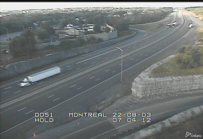 Live Traffic Camera of Highway 401 near Montreal Street